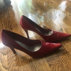 Red pointed heel